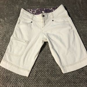 ATHLETA CORDUROY BERMUDA SHORT SIZE 2